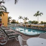 The heated outdoor pool Quality Inn and Suites Hollywood Boulevard
