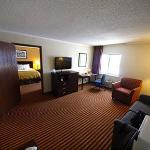 Photo of Days Inn & Suites Kansas City South
