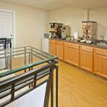 Photo de Americas Best Value Inn - Garland, TX