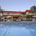 Howard Johnson Inn and Suites Clearwater