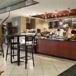 Photo de Wyndham Garden Hotel Newark Airport