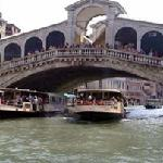 The hotel is located 2-minute walking from Rialto Bridge