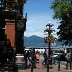 Gastown's famous Steam Clock & pretty floral adorned lampposts