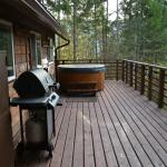 Adventure Chalet deck and hot tub