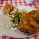 Fried chicken with gravy and green beans