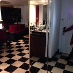 There's nothing like a bangin entrance! Walking into Suite 535 & enjoyed every minute. I rate my