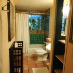 Santa Ana Guest House bathroom