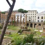 Photo de Largo di Torre Argentina