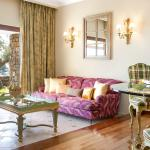 Dream Villa Waterfront Luxuriously appointed lounges