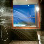 Dream Villa Waterfront, luxury jet shower for two