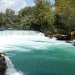 Photo de Manavgat Waterfall and River