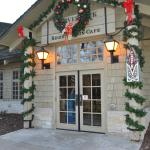 The Hotel Entrance of Starved Rock Lodge