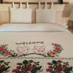 A beautiful welcome message on our bed with fresh leaves/flowers!