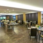 Breakfast buffet + restaurant