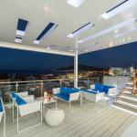 Roof bar with pool
