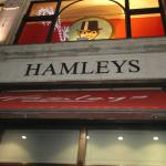 Photo de Hamleys Toy Store