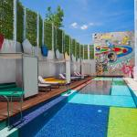 the 25m Mondrian-ic colour-blocked lap pool