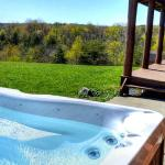 Spectacular views of the Old Man's Cave State Park from your Hot Tub!
