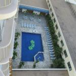 Hotel's pool & hot tub (view from our lanai)