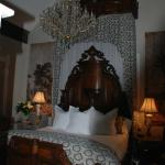 King size bed with king size chandelier