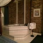 Jacuzzi Tub with bath salts included!