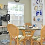 Bright moderm Kitchens with Dining