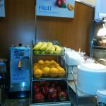 Everything with the break fast typical, but having fresh fruit is better than many Holiday Inn E