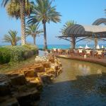 Photo de Constantinou Bros Pioneer Beach Hotel