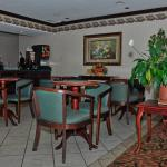 Photo de Days Inn & Suites Siler City