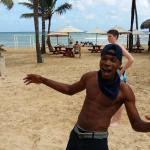 Ne-Yo keeping the volleyball action fun for the Touristas!