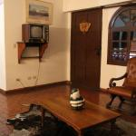 Sala de TV con antiguo televisor