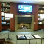 Waiting room/fireplace