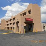 Econo Lodge East resmi