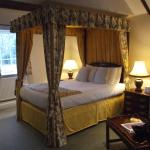 Room No 7 - Comfortable Four Poster Bed