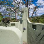 Outdoor shower in 2br villa