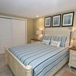 "Master Suite w/Queen Size Bed & 32"" Hi-Def Flat Screen TV"