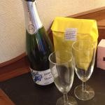 Prosecco and popcorn waiting for us on arrival