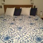 Hughe, comfortable bed w/very fresh bedding