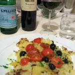 Filetto di rombo in mantello di patate con pomodorini ed olive