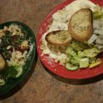 Pasta Alfredo with chicken combo & Pasta Campagnola, the salad is very favorable!!