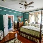 Foto de Two Suns Inn Bed & Breakfast