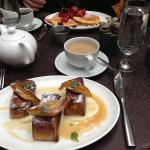 Breakfast @ The Mondrian: French toast to die for!