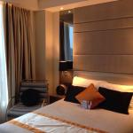 Grand deluxe double, floor 21, room 2102 with free mobile, wifi, breakfast and 1st round minibar