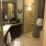 King Deluxe room (building B) bathroom