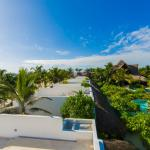 Superior rooftop deck pool view