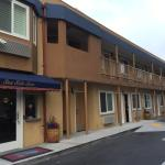The 2-floors Seaside Inn. Parking spaces at the right side.