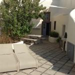 beautiful private courtyard with jacuzzi