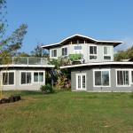 Ocean view cottage (extremely limited view of distant ocean); nice lawn for watching nature, sta