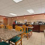 Photo de Baymont Inn & Suites Sullivan