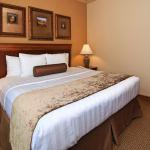 Foto de BEST WESTERN PLUS Crown Colony Inn & Suites